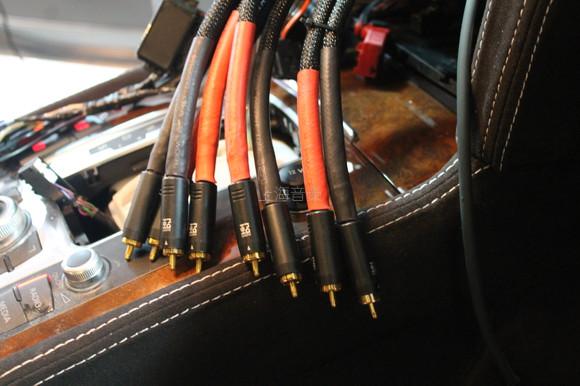 同时先锋p99主机的安装过程也在进行中,同样采用倒模工艺安装