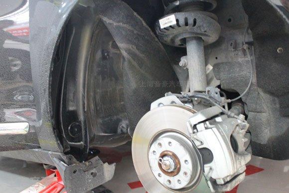 雪铁龙C5车友慕名前来,进行车德尔全车隔音降噪作业,通过隔音减少车载噪音影响,打造更加舒适惬意的驾驶环境。得知上海音豪专业汽车音响为以色列摩雷在上海的经销商之后,亲自前往试听摩雷玛仕舞喇叭,打算为爱车升级音响,改善一下C5音响效果。 上海音豪专业汽车音响改装店内,雪铁龙C5正在进行全车隔音,音响升级作业。  雪铁龙汽车音响改装配置: 音源:原车主机 前门喇叭:以色列摩雷玛仕舞两分频套装喇叭 后门喇叭:德国公牛同轴喇叭 施工店家:上海音豪专业汽车音响改装 网址:www.