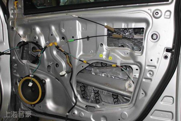 改装案例 丰田 卡罗拉  车门隔音为3层隔音: 第一层:车门里层,进行车