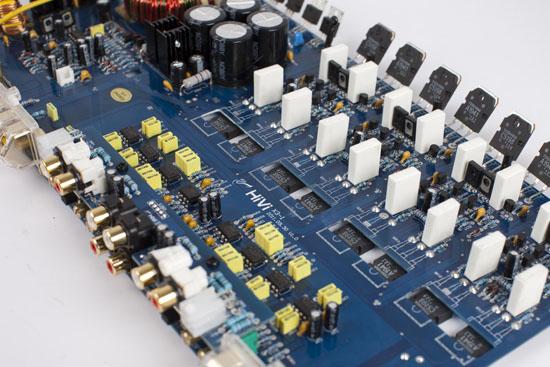 功放电路独特的低音提升设计,无论在全频还是在低通时都可实现50hz超