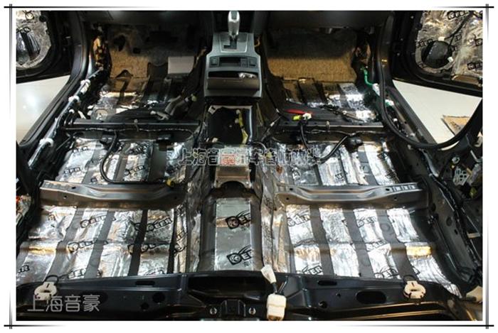 上海音豪 斯巴鲁傲虎汽车驾驶舱底板隔音作业